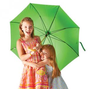 girls-under-umbrella